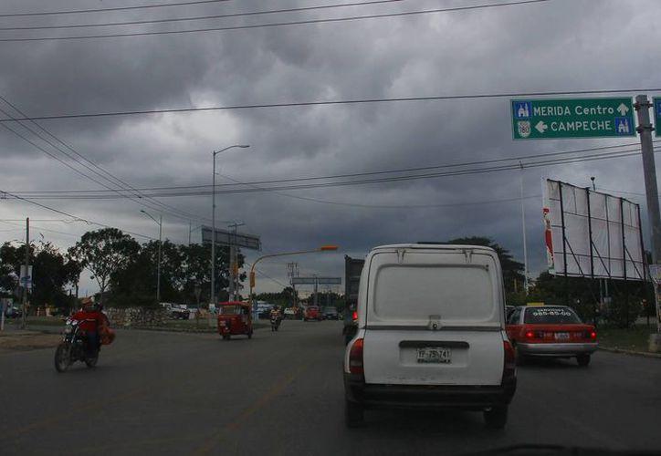 Hasta este lunes continúan los nublados en Mérida. (Juan Albornoz/SIPSE)