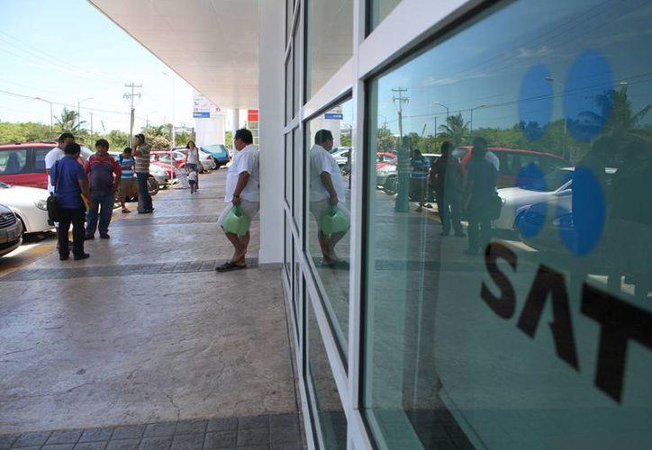 El Servicio de Administración Tributaria pide a los contribuyentes evitar multas. (Sergio Orozco/SIPSE)