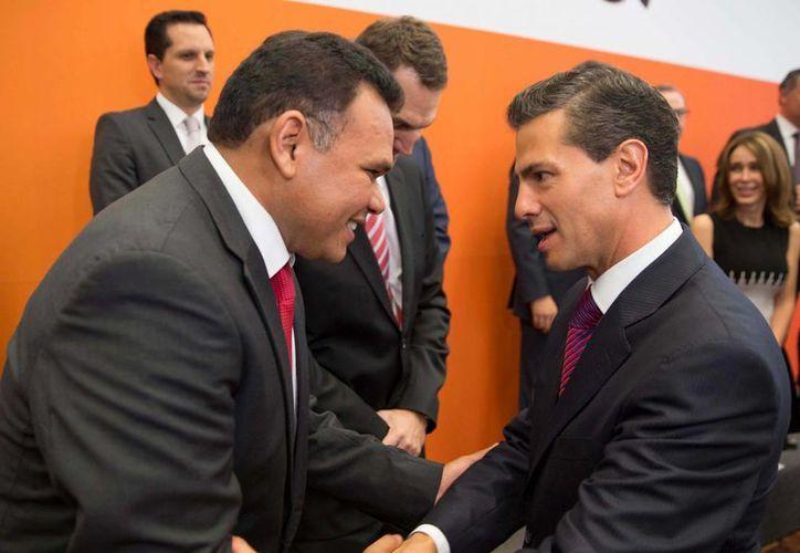 El gobernador Rolando Zapata Bello y el presidente Enrique Peña Nieto durante el anunció de las inversiones que hará en Yucatán Grupo Modelo. (Notimex)