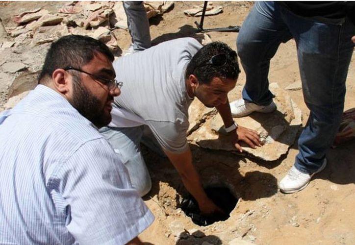 Según la fundación Al-Aqsa para Dotaciones y Patrimonio islámicos, las fosas se hallan en la parte subterránea del cementerio histórico de Al-Kazakhana. (mondoweiss.net)
