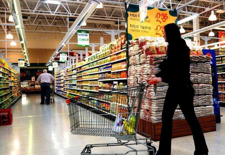 El director de Protección Civil, Mario Castro, dijo que fueron los clientes quienes denunciaron la situación del supermercado. (Foto de Contexto/Internet)