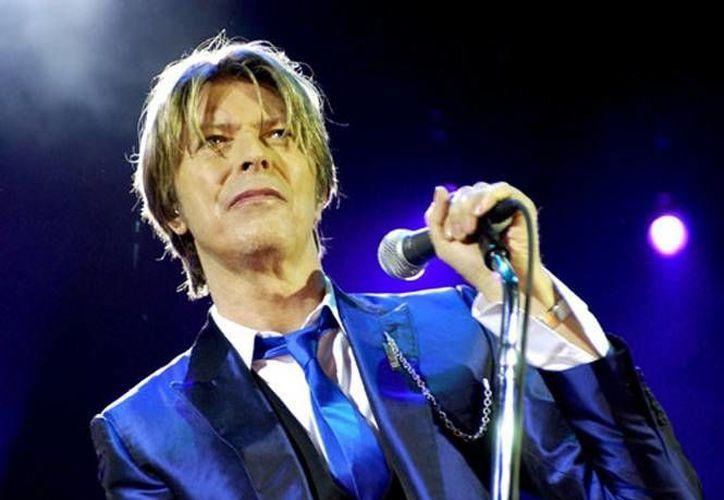 El cantante David Bowie recibe el homenaje por parte de los correos británicos, luego de haberse cumplido un año de su muerte.(Archivo/AP)