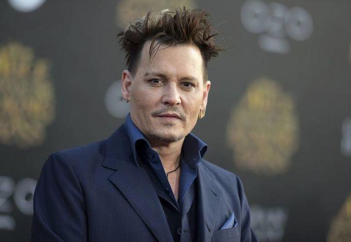 Johnny Depp contrató a los Mandel en 1999 y su compensación no estaba sujeta a contrato escrito. (Archivo/AP)