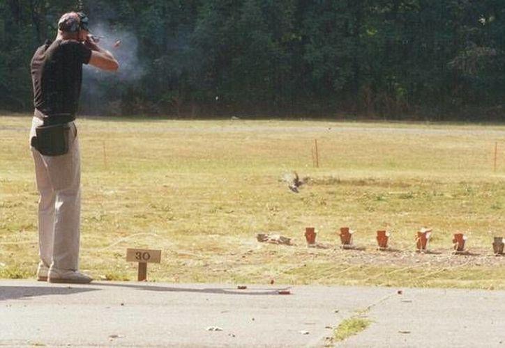 Expertos en seguridad sobre armas de fuego dijeron que la submetralladora Uzi no es segura para una niña de 9 años. La imagen se utiliza como referencia.  (dailymail.co.uk)