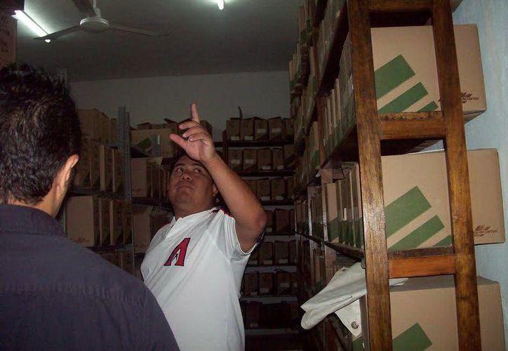 En el área de archivos, de pronto aparecen las cajas fuera de su sitio, según Fernando Tzab, empleado de la Procuraduría Agraria. (Jorge Moreno/SIPSE)