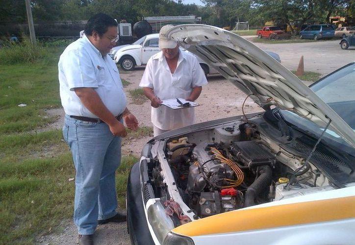Los vehículos citados para revista de concesión estatal son volquetes, pipas, rentadoras de auto, taxis, camiones de transporte de carga, entre otros. (Cortesía/SIPSE)