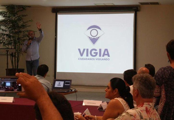 El lunes se presentó la App Vigía Ciudadano que operará sobre un mapa de Playa del Carmen. (Adrián Barreto/SIPSE)