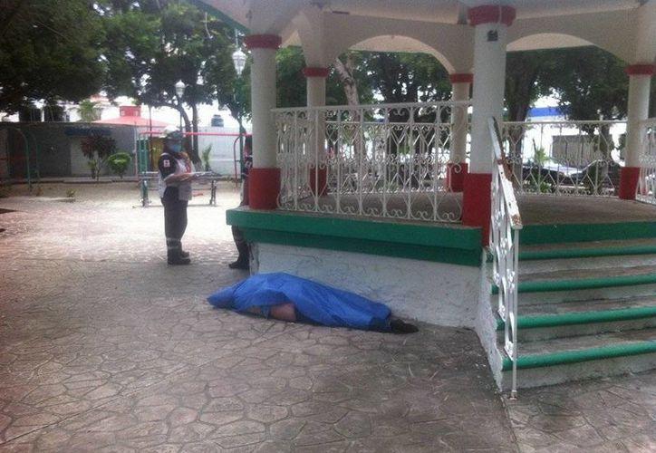 El cadáver fue encontrado en el parque del Bohemio. (Sergio Orozco/SIPSE)