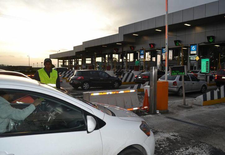 La agrupación Ángeles Verdes recomendó a los viajeros que antes de salir a carretera revisen sus vehículos. Imagen de contexto. (Archivo/Notimex)