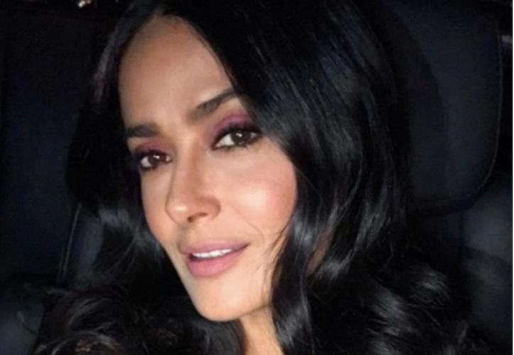 Salma Hayek ya ha aparecido con pelucas rosas y hasta con el pelo gris. (Instagram)