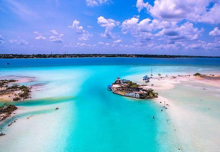 Dentro de la Laguna de los Siete Colores está el Canal de los Piratas, uno de los sitios más bellos de Quintana Roo. (Javier Ortiz/SIPSE)