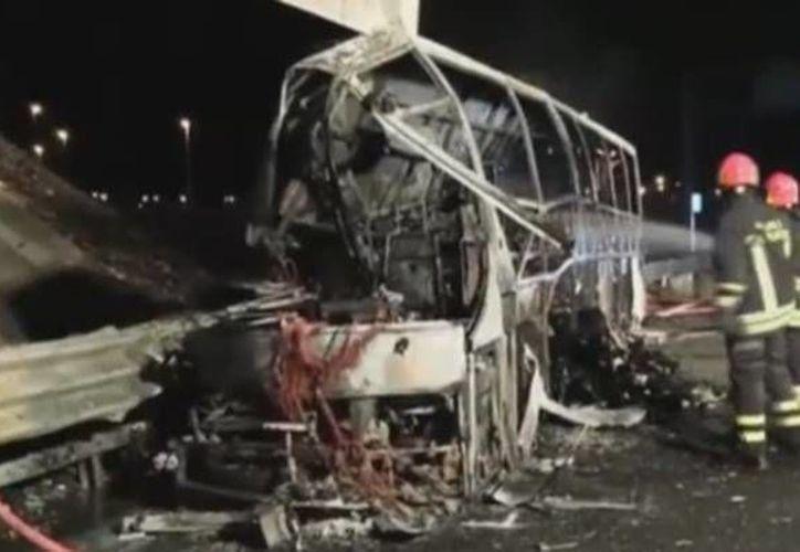 Un total de 16 muertos y 40 heridos fue el saldo del accidente de un autobús que transportaba a estudiantes húngaros en Italia. (elmundo.es)