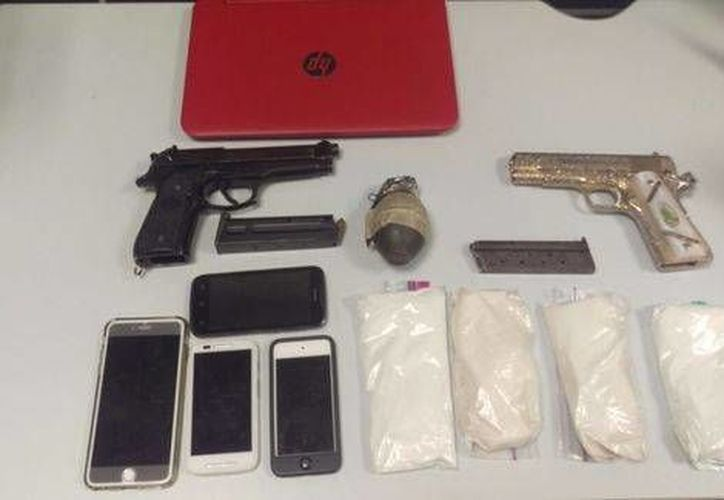Armas y celulares asegurados a David Canek Palma Analco, alias 'El Deivid', detenido en Morelos. (Javier Trujillo)