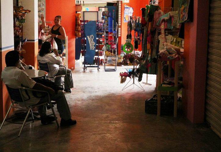 Locatarios del mercado Diana Laura Riojas esperan con 'temor' la cuesta de enero. (Adrián Barreto/SIPSE)