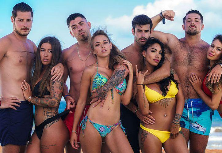 Los pasarán días de vacaciones aislados del internet, tratando de encontrar el amor, en playas del Caribe mexicano.(Internet)