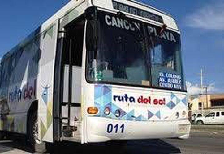 Las declaraciones se dan luego de que otras líneas de transporte público con el mismo destino, aumentaron su tarifa cuatro pesos. (Contexto/Internet)