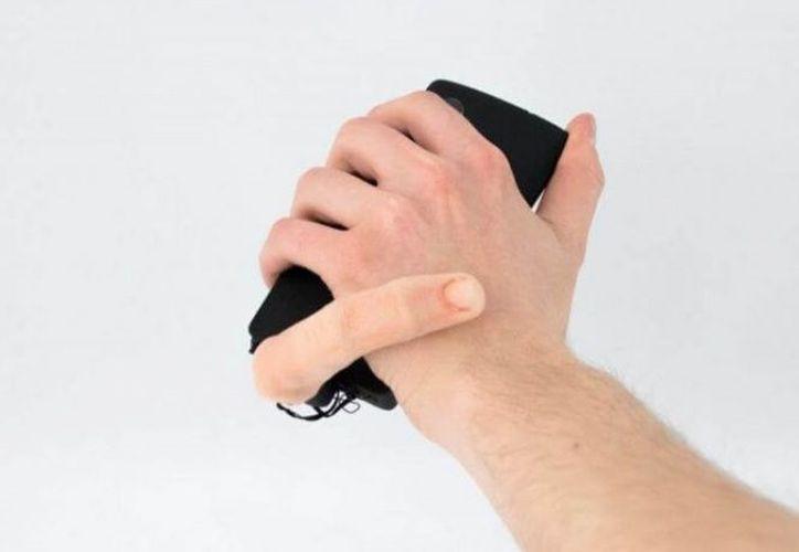 Científicos franceses crearon un dedo robótico que acaricia tu mano mientras usas el terminal. (Foto: Contexto/Internet)