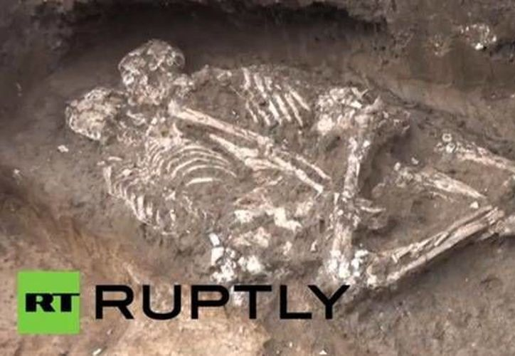 Los cuerpos encontrados están acostados cara a cara con los brazos y piernas entrelazados. (actualidad.rt.com)