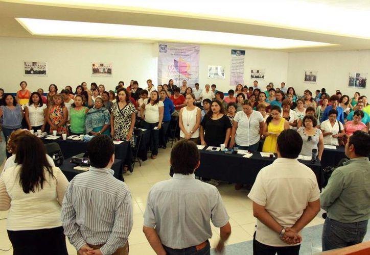 Imagen del taller impartido sobre estrategia electoral a más de 100 yucatecas panistas este fin de semana. (Milenio Novedades)