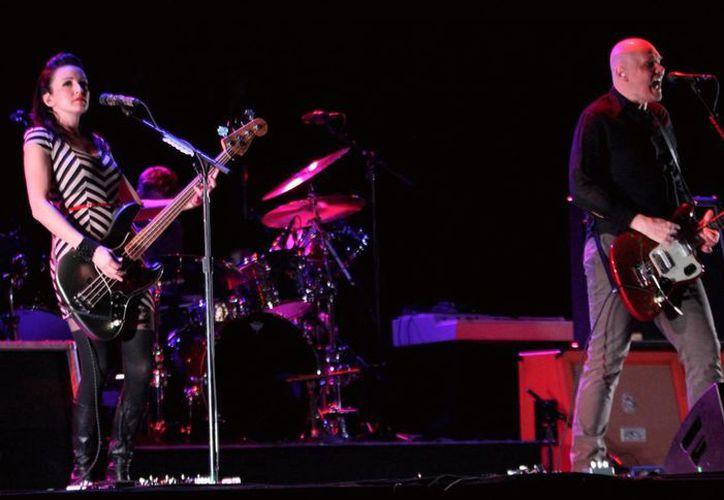 """La agrupación """"The Smashing Pumpkins"""" se presentó anoche en el tercer día del festival """"Cumbre Tajín 2013, el renacimiento del ser"""". (Notimex)"""