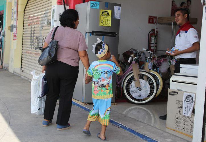 El operativo pretender evitar que consumidores sean víctimas de publicidad engañosa. (Joel Zamora/SIPSE)