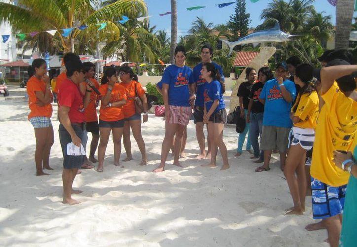 Los integrantes de 15 equipos que participan en el rally. (Lanrry Parra/SIPSE)