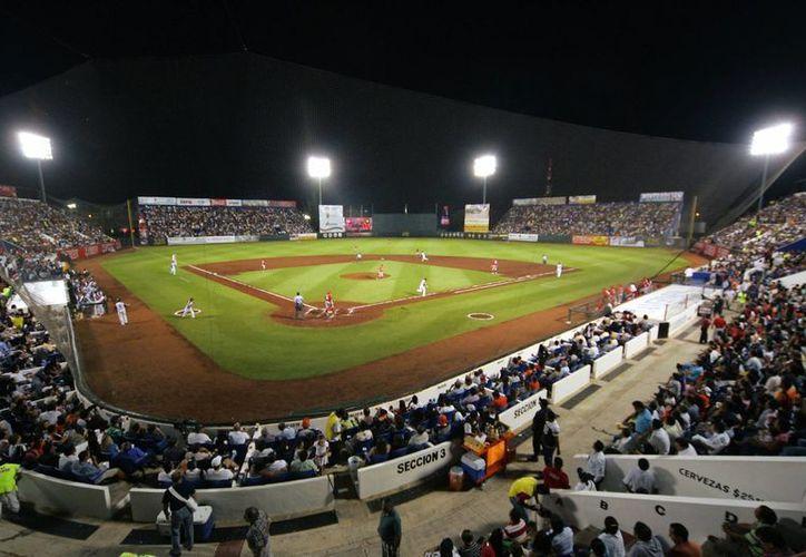 El estadio Beto Ávila albergará seis juegos de pelota durante esta semana. (Archivo/SIPSE)