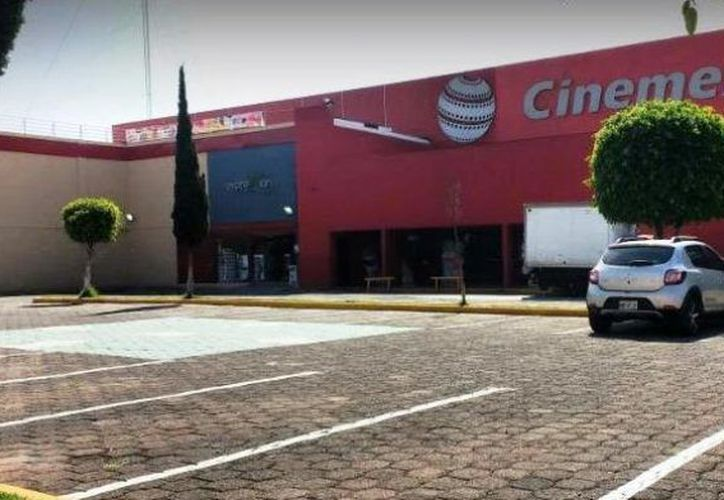 Asaltantes ingresaron a una sala de cine de Ecatepec para asaltar a los clientes. (Quadratin)