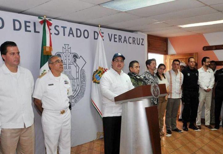 El Gobernador garantizó a los policías relevados una liquidación conforme a derecho. (veracruz.gob.mx)