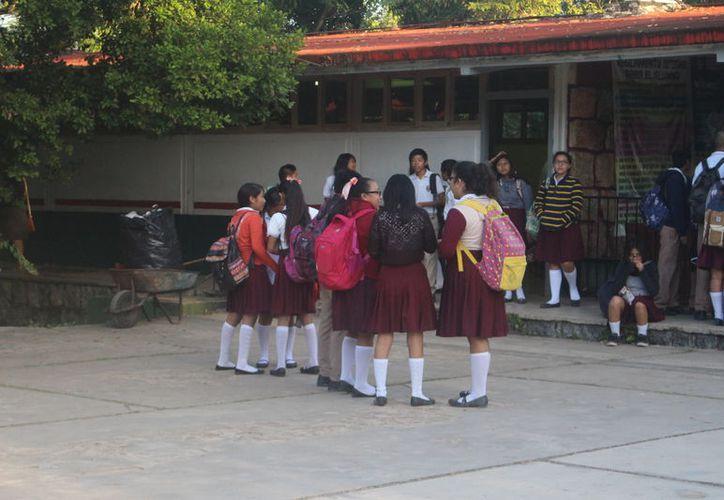 Al menos ocho de cada 10 adolescentes en el municipio de Felipe Carrillo Puerto entre los 13 a 21 años están expuestos al acoso u hostigamiento sexual. (Jesús Caamal/SIPSE)