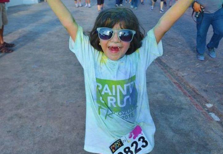"""Los niños fueron quienes más se divirtieron en la carrera """"Paint & Run"""" en Cozumel. (Gustavo Villegas/SIPSE)"""