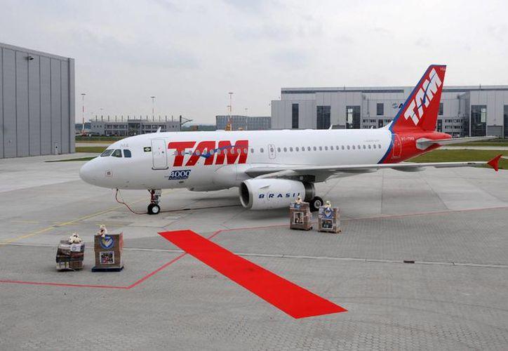 El vuelo JJ8065 de la aerolínea TAM tuvo que regresar de emergencia al aeropuerto de Madrid, tras recibir una amenaza de bomba. Imagen de contexto. (Archivo/EFE)