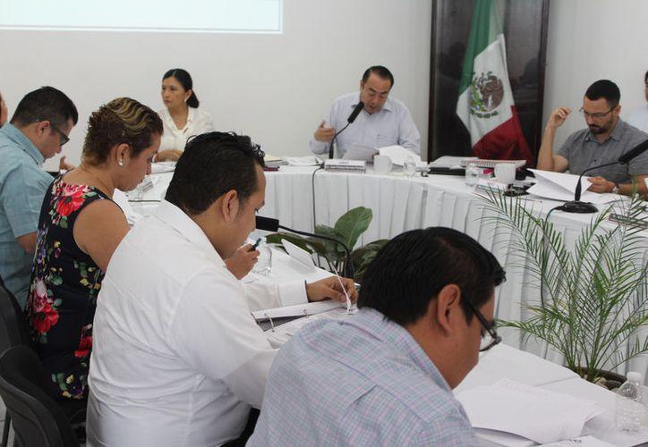 Alrededor de 25 personas de diversas direcciones tuvieron acceso a las listas nominales. (Joel Zamora/SIPSE)