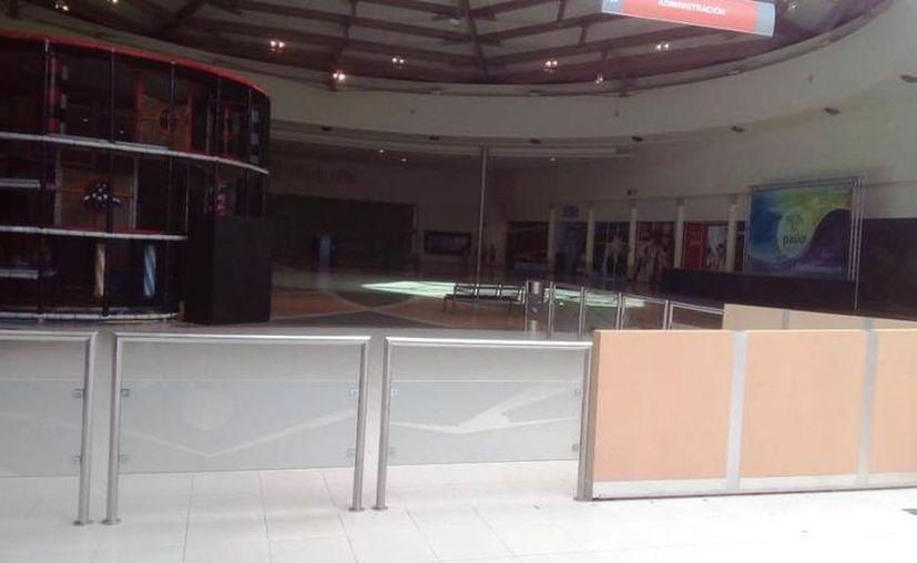 Plaza Patio, al oriente de Mérida, ya luce prácticamente vacía. (Novedades Yucatán)