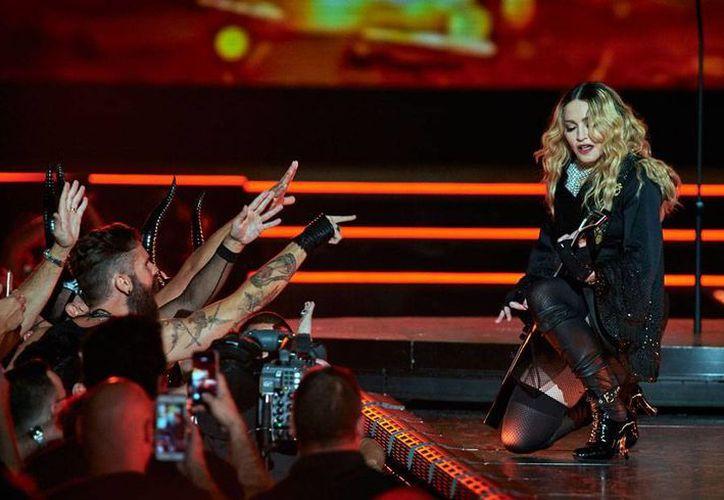 La cantante Madonna, quien nació en el seno de una familia católica pero ya fue excomulgada tres veces, dedicó una canción al Papa Francisco, quien se encuentra en un viaje diplomático por Estados Unidos. (Archivo/AP)