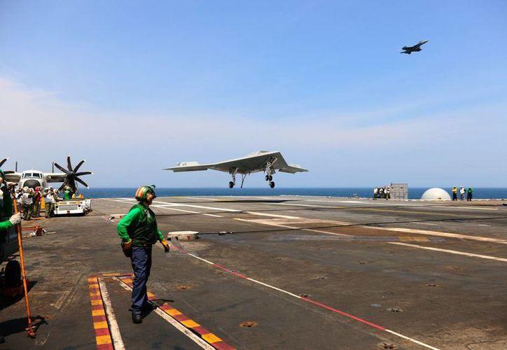 El aparato puede trasladar unas dos toneladas en misiles. (EFE)