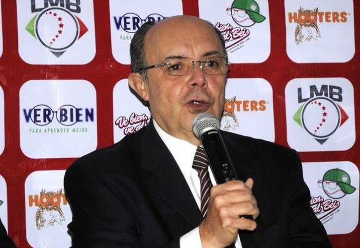 El presidente de la liga mexicana de beisbol anuncio su retiro en la asamblea de presidentes de la LMB. Su retiro se debe a la conclusión de su contrato a finales de 2016.(Sipse.com)
