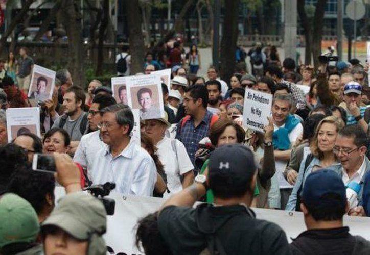 Los participantes colocaron carteles y avanzaron por la ciudad de México. (Crónica de Chihuahua)
