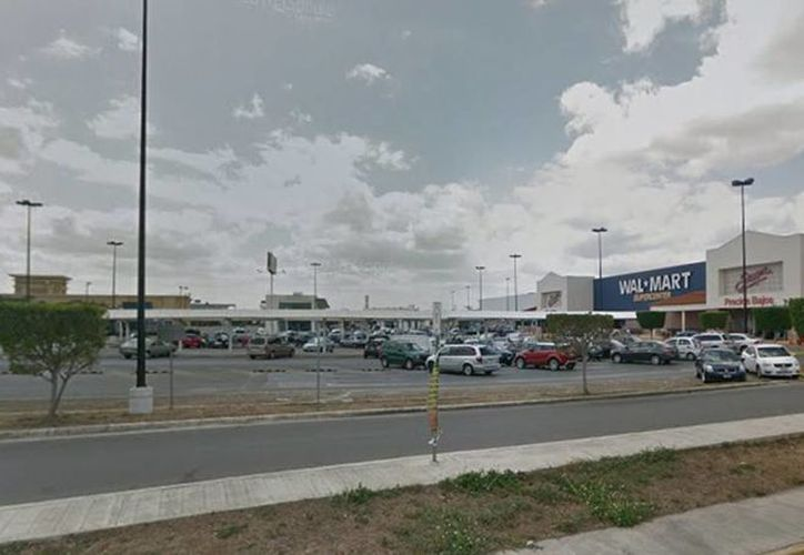 Los delincuentes llegan a lugares o establecimientos públicos, donde hay vehículos estacionados en la parte exterior. (Imagen de contexto tomada de Google Maps)