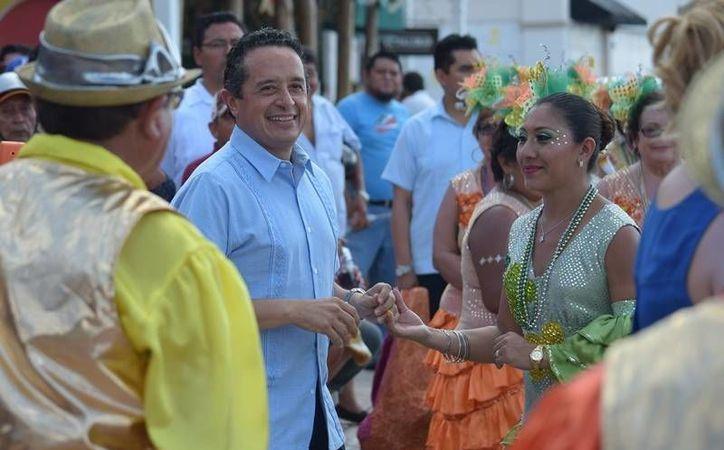 Carlos Joaquín estuve presente en el Carnaval de Cozumel. (Foto: Gustavo Villegas)