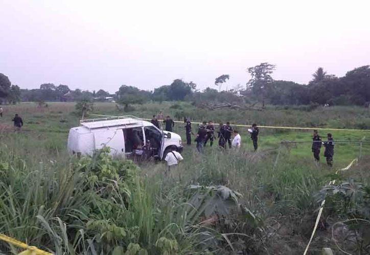 La camioneta baleada fue asegurada por las autoridades. (Imagen de www.diariodechiapas.com)