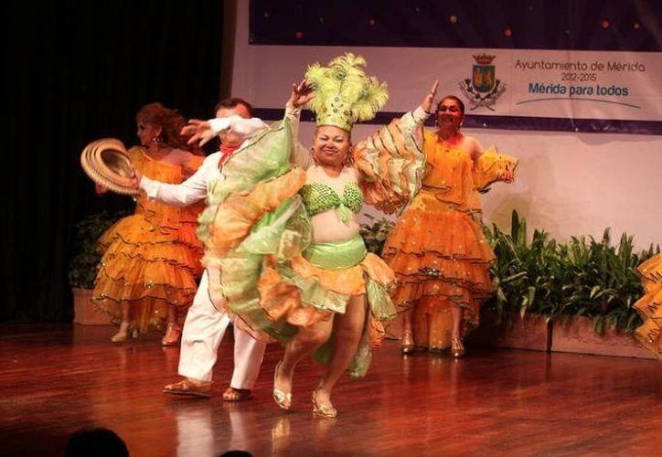 Pierre David Sansores Pech y María Elena Barquín Aguilar son los reyes del Carnaval 2013. (SIPSE)