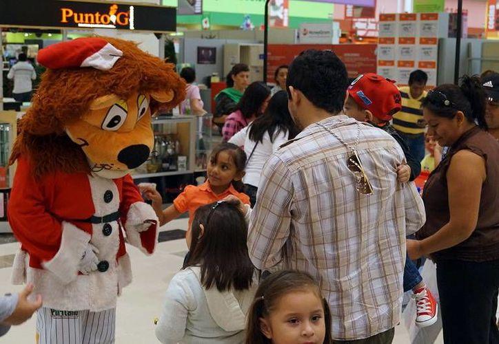 <i>Leonel, El Coronel </i>estuvo entre los menores que recibieron las membresías para recibir premios y para poder asistir a todos los juegos de Leones de Yucatán durante la temporada. (Milenio Novedades