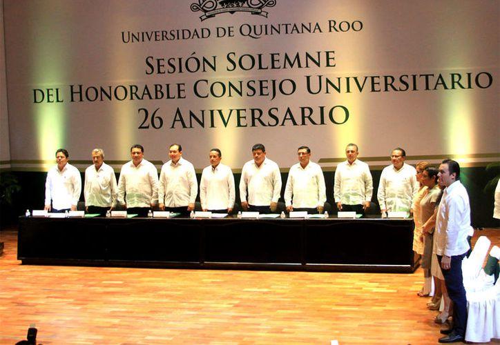 Además de inaugurar el Centro Cultural Universitario, también entregaron reconocimientos al personal. (Redacción)