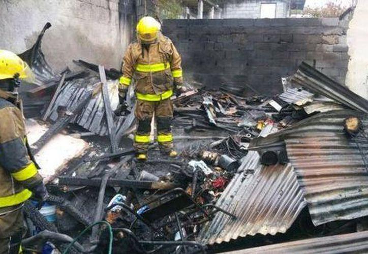Los bomberos se encargaron de apagar el fuego. (Milenio)