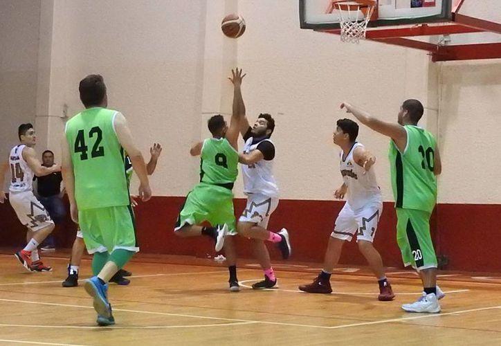 Los cancunenses se meten en la pelea por la cumbre de la Liga Mayor de básquetbol. (Ángel Mazariego/SIPSE)