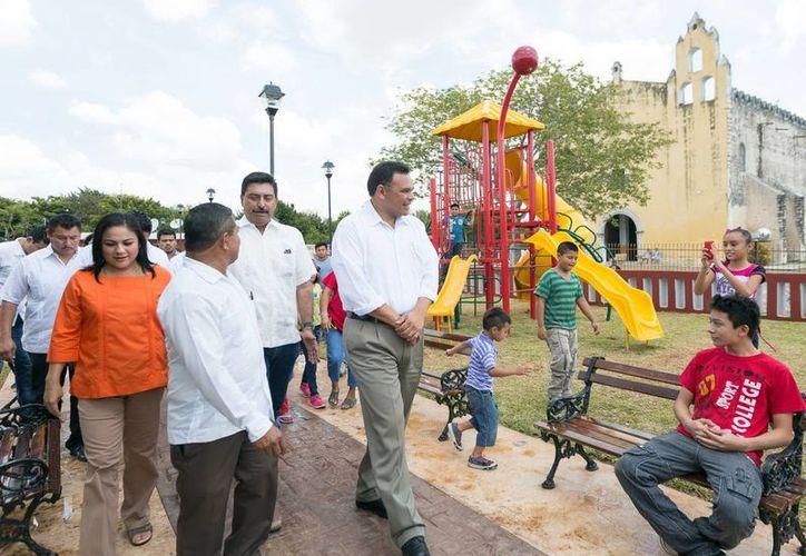"""Recorrido por el parque """"Hidalgo"""", ubicado en el centro de la comunidad. (Milenio Novedades)"""