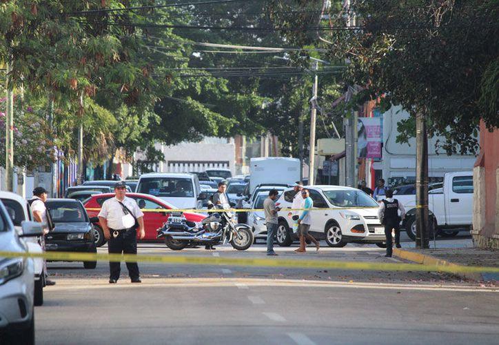 Agentes ministeriales realizaron el levantamiento de pruebas. (Daniel Pacheco/SIPSE)
