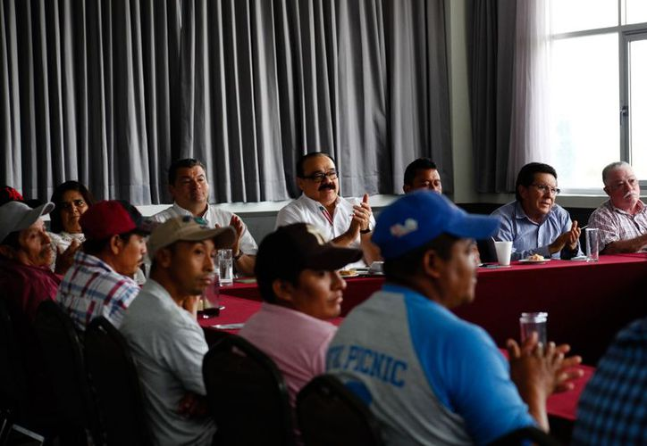 El candidato priista se reunió con productores y académicos para escuchar sus inquietudes. (Milenio Novedades)