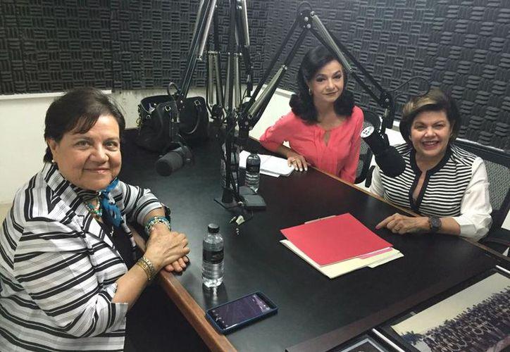 La Dra. Rubí Ortiz con sus anfitrionas Mary Liz Escalante y Alis García Gamboa. (Foto: Jorge Acosta/Milenio Novedades)